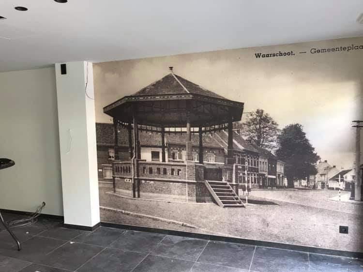 Schilderwerken met decoratief behang